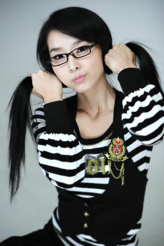 de chicas asiáticas con lentes, un fetiche llamado Meganekko