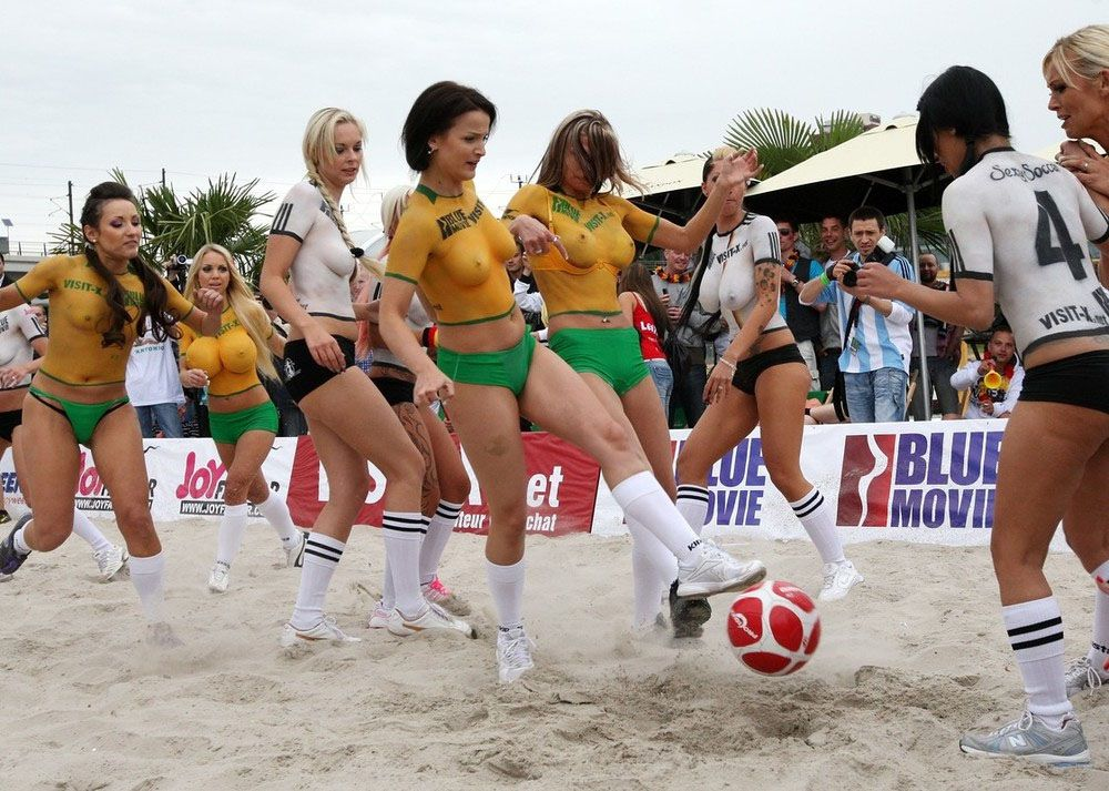 Body Paint Soccer Cup (16)