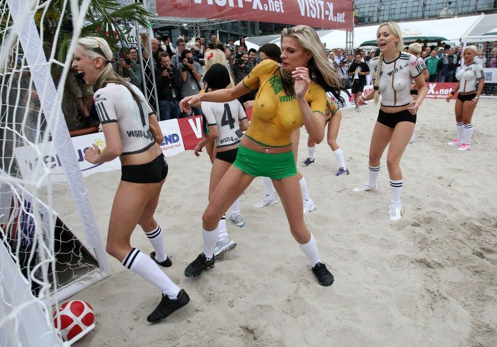Body Paint Soccer Cup (15)