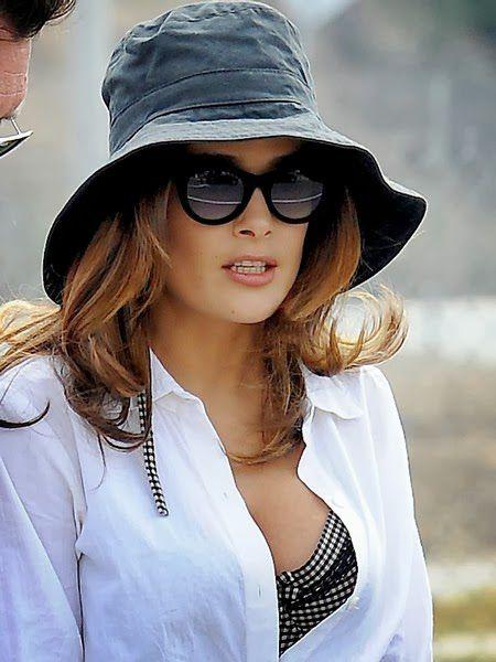 Salma Hayek culo playa (2)