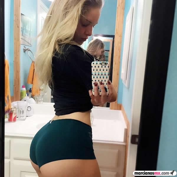 Courtney Tailor (12)