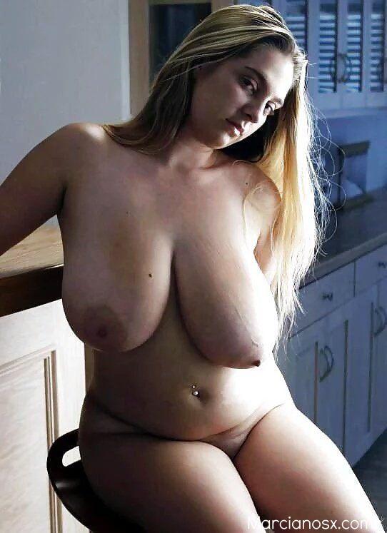 голая грудь полной девушки фото